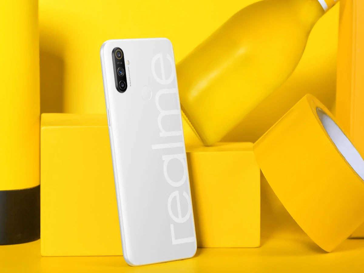 Realme-nazro-white
